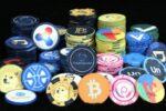 Председатель SEC сравнил стейблкоины с покерными фишками
